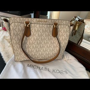 Michael Kors tote bag brand new without tags